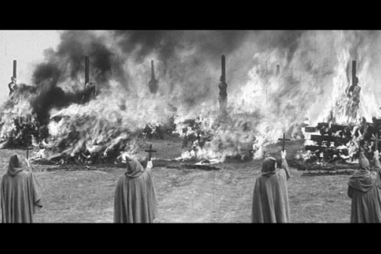 Kladivo na čarodějnice - natočeno podle skutečných událostí. Pyrotechnické efekty: církev & synové, s.r.o.